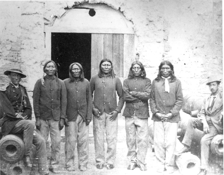 Captain Pratt with Native American captives at Fort Marion | Public Domain/Wikicommons