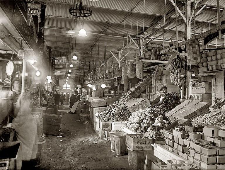 Center_Market,_interior_-_Washington,_D.C. (1)