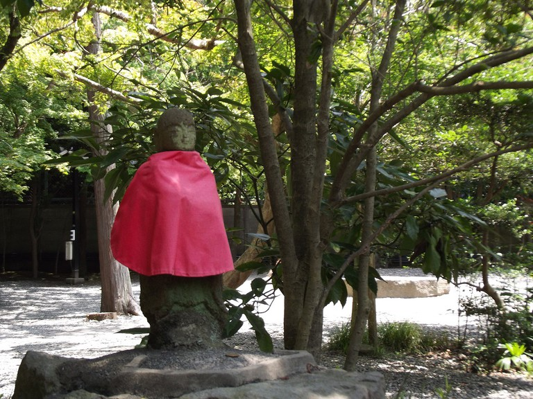 It's common to see bibs on jizo | © Alicia Joy/Unsplash