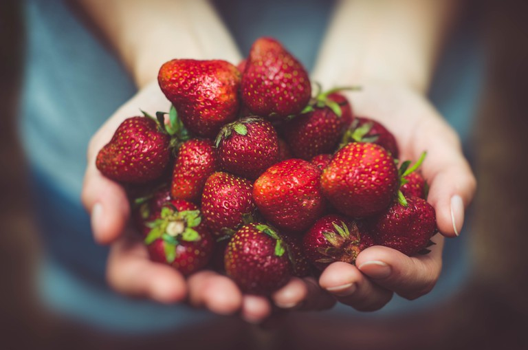 Strawberries © Artur Rutkowski/Unsplash