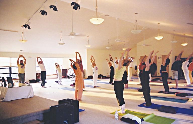Yoga practice |© Joellepearson/WikiCommons