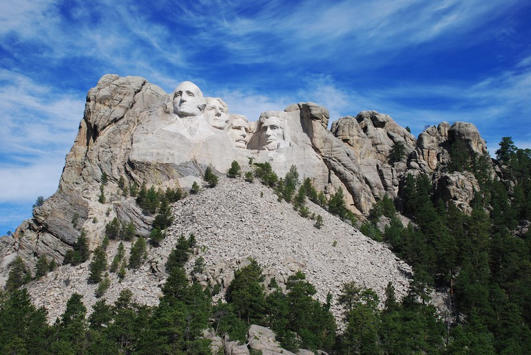 More details Mount Rushmore, showing the full size of the mountain and the scree of rocks from the sculpting and construction | © Bbadgett/Wikicommons