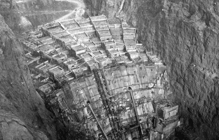 Columns of Hoover Dam being filled with concrete, February 1934 | Public Domain/Wikicommons