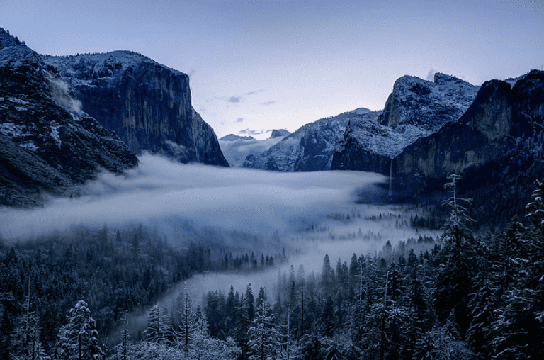Tunnel View, Yosemite, on a snowy morning | © Robbie Shade/Flickr