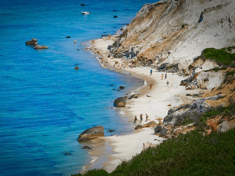 Aquinnah Beach, Martha's Vineyard   © Bob P. B./Flickr