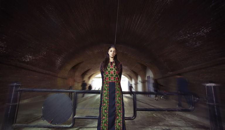 Shadia Mansour in Palestinian Dress | © Hip Hop Al Parque