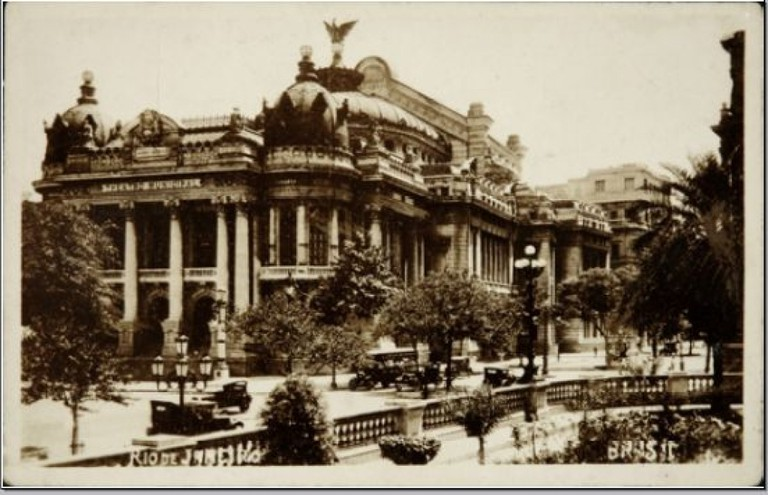 The completed theater in 1909, as shown on a postcard from the same year