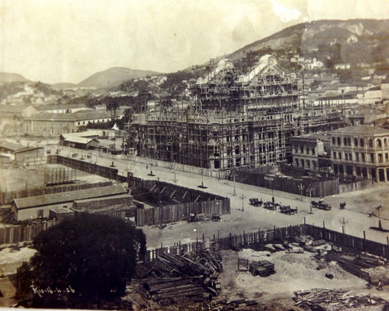 The Municipal Theater under construction in 1906