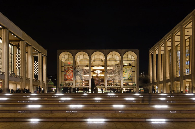 Lincoln Center   © By Robert Mintzes, Wikimedia Commons
