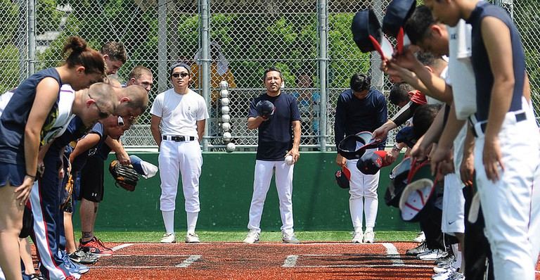 US Navy and Japan Maritime Self-Defense Force bow in respect at the end of a softball game | © U.S. Navy photo by Mass Communication Specialist Seaman Adam Bennett/WikiCommons