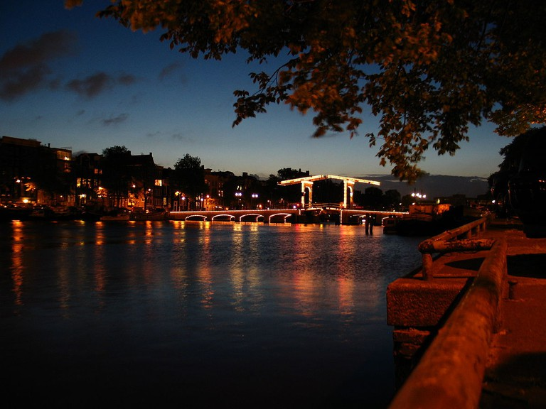 De Magere Brug is exceptionally romantic at night