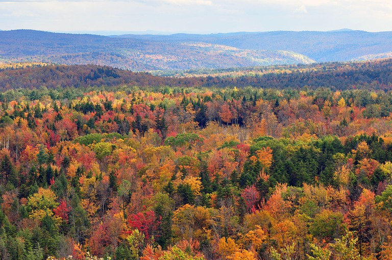 Fall foliage seen from Hogback Mountain, Wilmington | ©chensiyuan/Wikicommons
