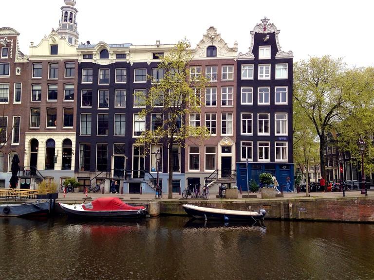 De Engelbewaarder overlooks a canal