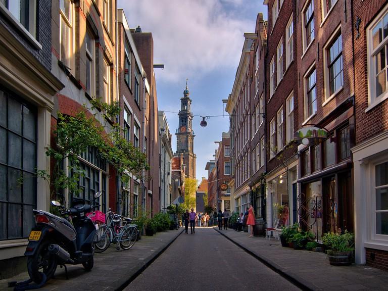 Episode's main location is inside de Negen Straatjes