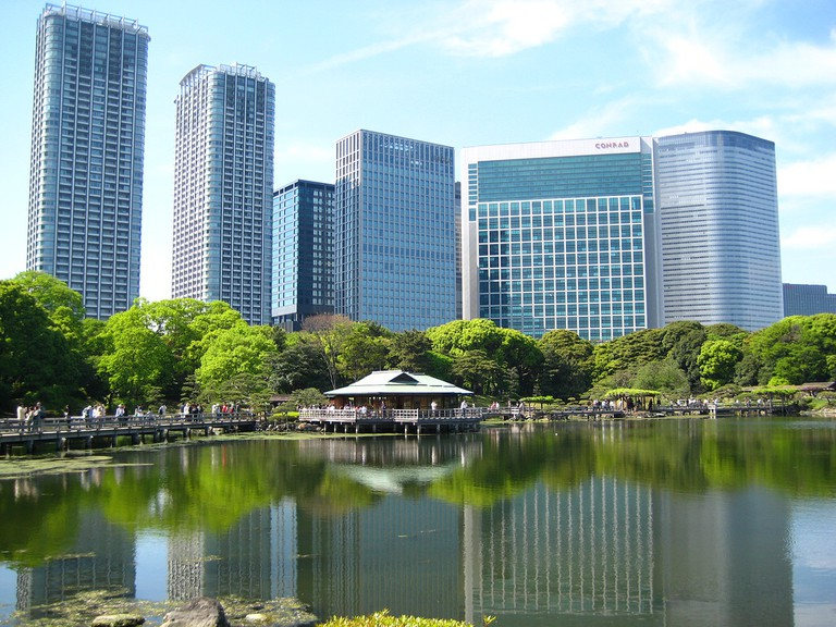 Old and new collide at Hamarikyu Gardens | © Melanie M./Flickr