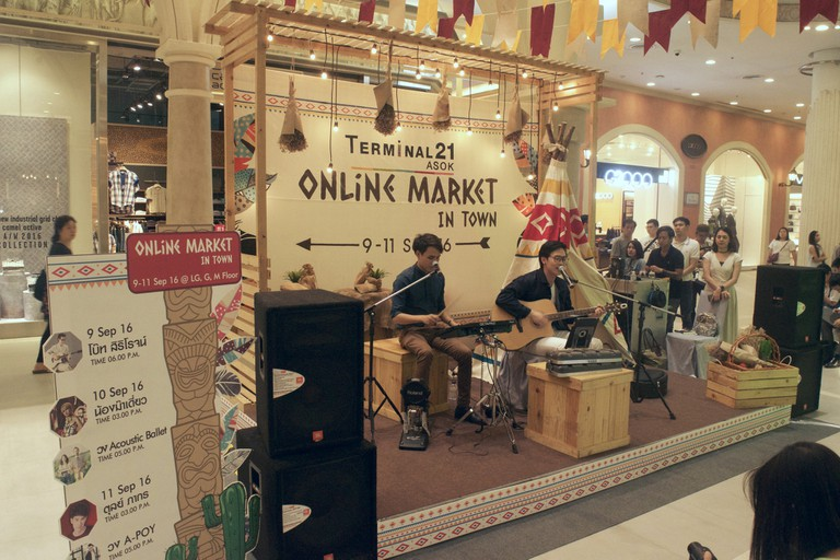 Live Band At The Online Market