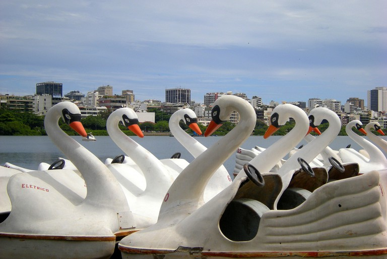 The swan boats for hire |© Leandro Neumann Ciuffo.Flickr