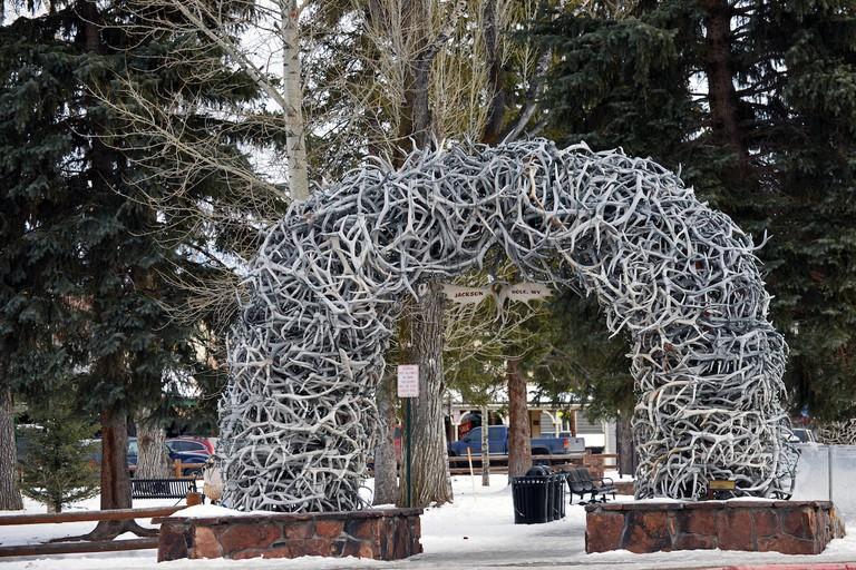 Jackson, WY / Arch of shedded Elk Antlers | © Harvey Barrison/Flickr