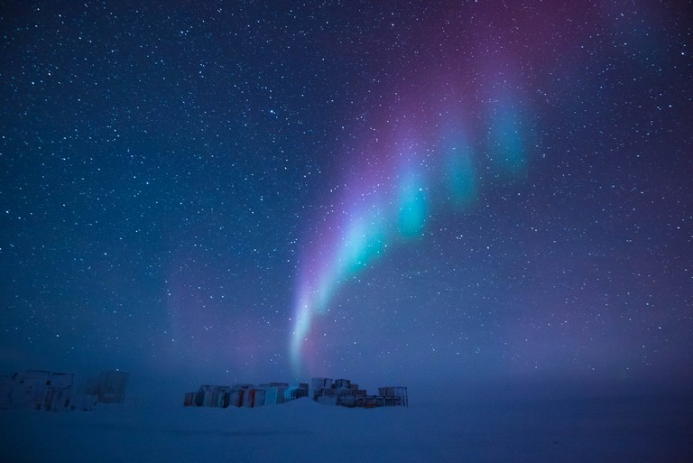 An aurora above Antarctica| ©Beth Healey