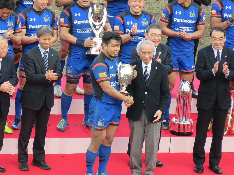 Horie accepts a trophy at the Japan Championship in 2016 | © L-Crt.Rocks are Trad.Jap.Terr./WikiCommons