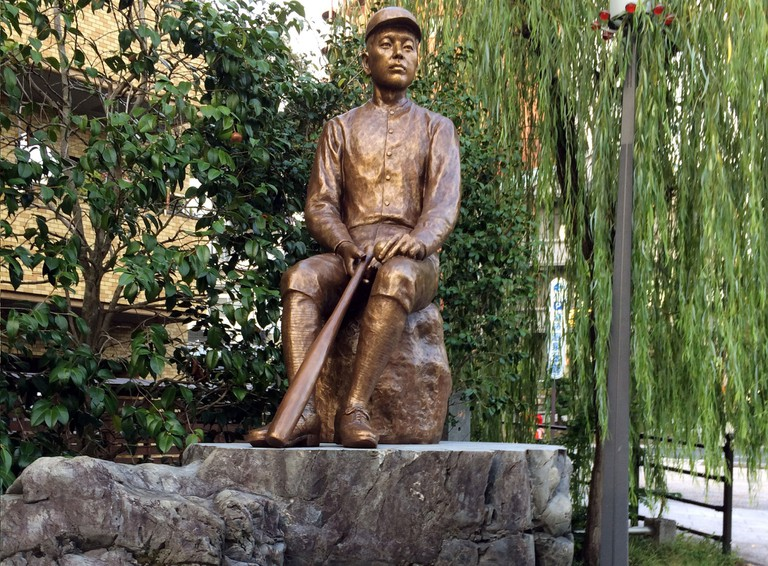 A statue of Masaoka Shiki | © nnyn48/WikiCommons, cropped from original