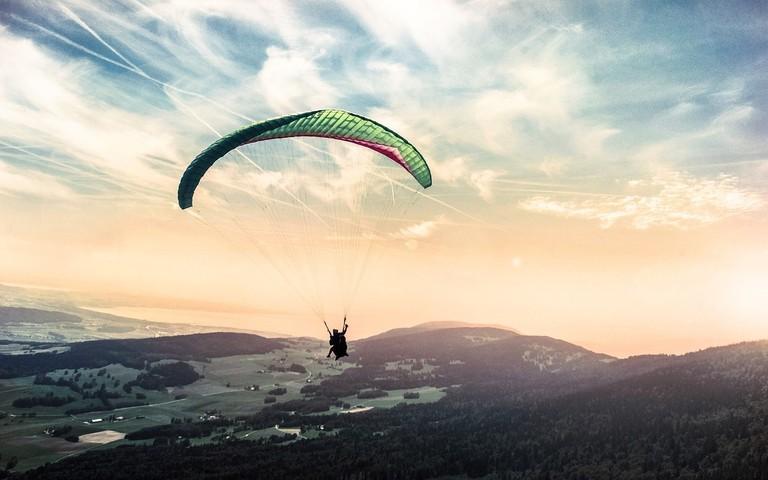 Paragliding | Public Domain/Pixabay