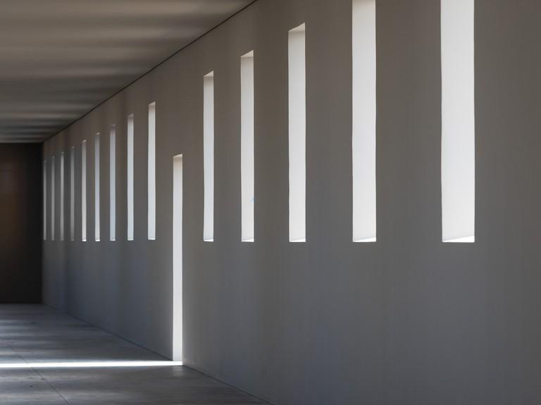 Robert Irwin, untitled (dawn to dusk), installation interior, 2016. ©2016 Philipp Scholz Rittermann, courtesy of the Chinati Foundation.