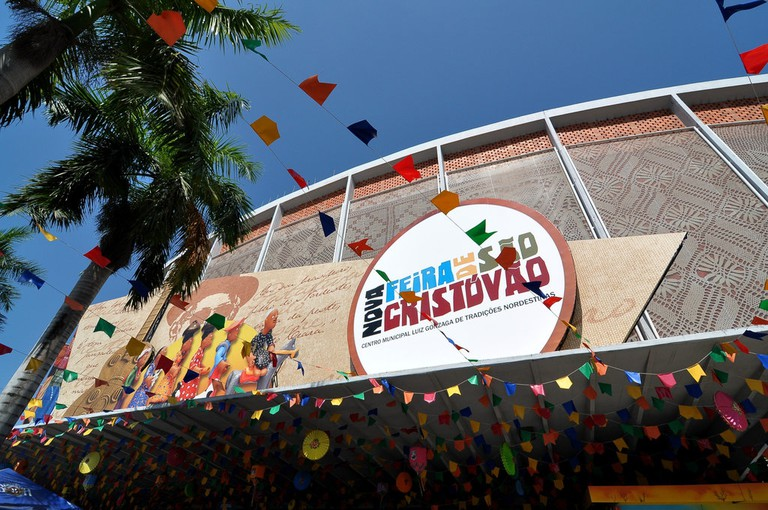 The outside of the fair, also known as Centro Luiz Gonzaga in honor of the famous Forro musician |© Leonardo Shinagawa/Flickr