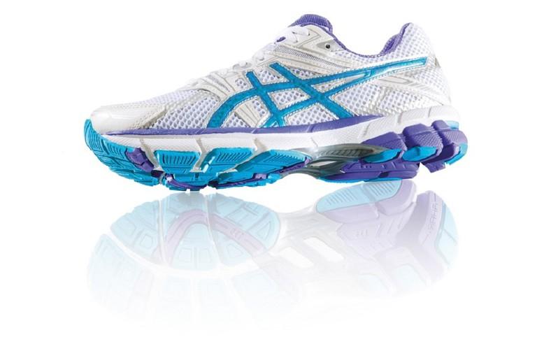 ASICS running shoe with the iconic crisscross design | © stux/Pixabay