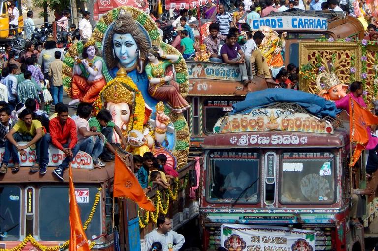 Transporting the Ganesh statues in Hyderabad © reddees / Shutterstock.com
