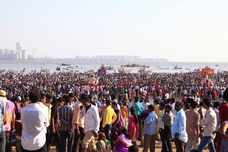 Crowd watching the Immersion ceremony © yukihipo / Shutterstock.com