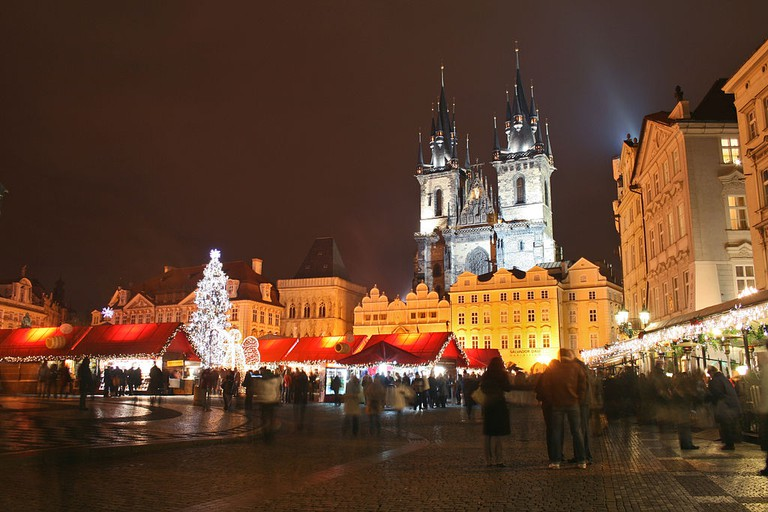 Christmas market in Old Town Square, Prague | © Karelj/WikiCommons