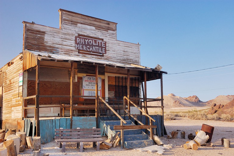 Rhyolite Mercantile, an abandoned general store, burned to the ground in September 2014 after being hit by lightning | © Pierre Camateros/Flickr