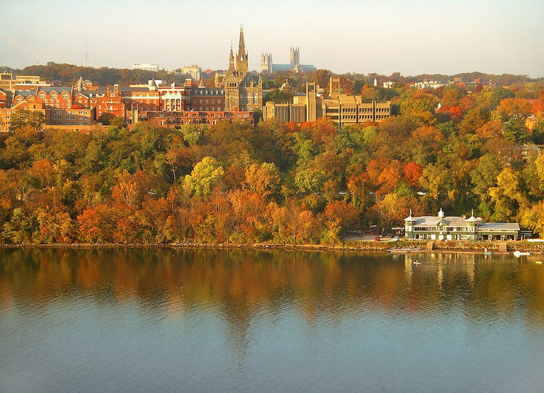 Georgetown University's main campus is built on a rise above the Potomac River. | © Patrickneil/Wikicommons