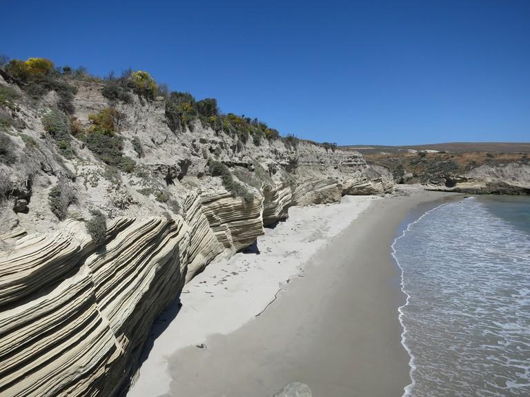 Santa Rosa Island Cliffs | © edward stojakovic/Flickr