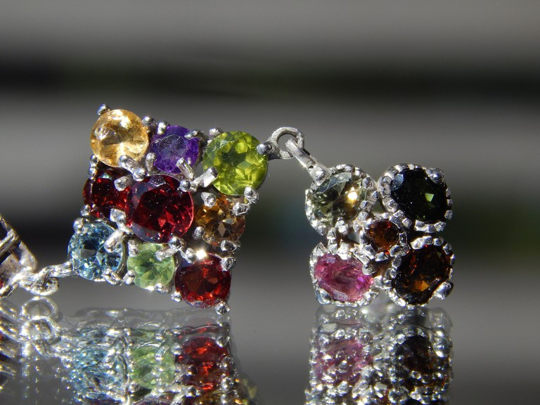 Tourmaline earrings |© Lucas Fassari/Flickr
