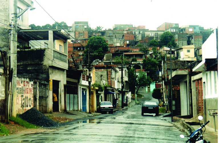 Favela with paved roads |© Núcleo Editorial/Flickr