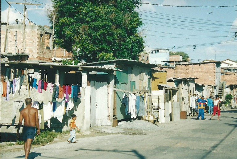 Houses in a favela |© Núcleo Editorial/Flickr