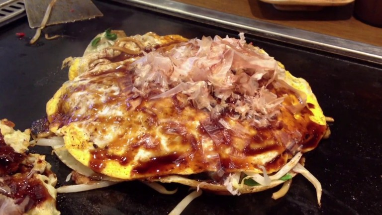 Okonomiyaki | © Kyoto Dream Trips/Vimeo