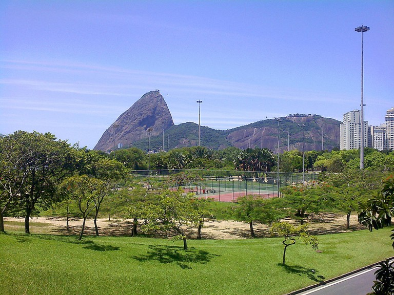 Flamengo Park with the sugarloaf mountain in the background |© Cyro A. Silva/Flickr