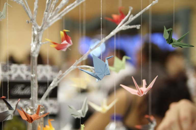 Paper cranes | © Ryan Albrey/Flickr