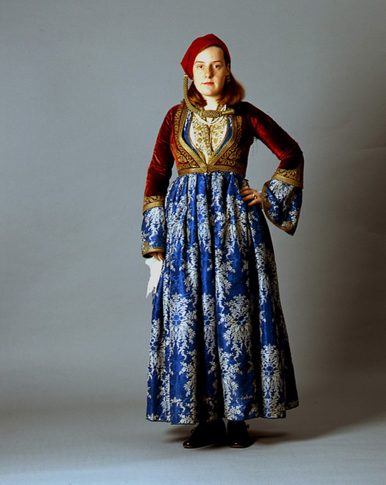 "Costume ""Amalia"". Late 19th century. Collection Peloponnesian Folklore Foundation, Nafplio | © Peloponnesian Folklore Foundation/WikiCommons"