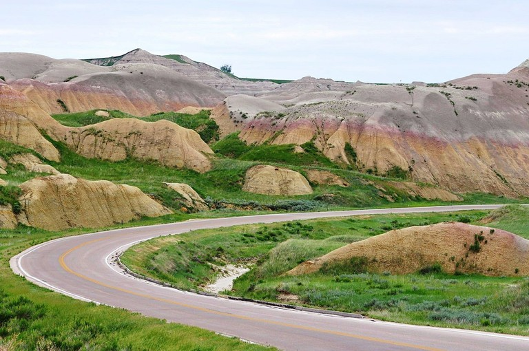 Badlands Highway | Public Domain/Pixabay