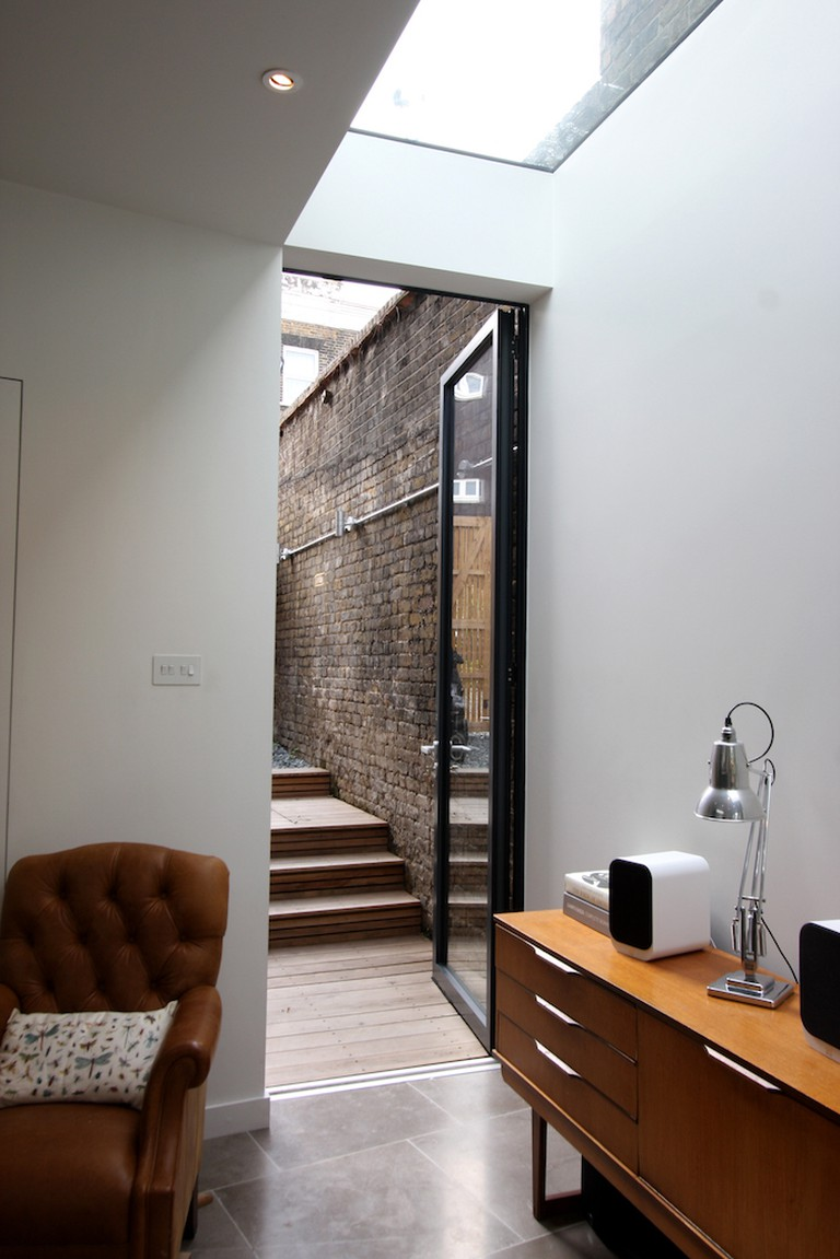 A frameless roof light and slim-line door from IQ Glass lets in light