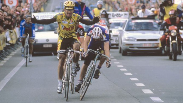 Museeuw and Bugno's 1994 photo finish | © Matheus Katharus/Wikimedia Commons