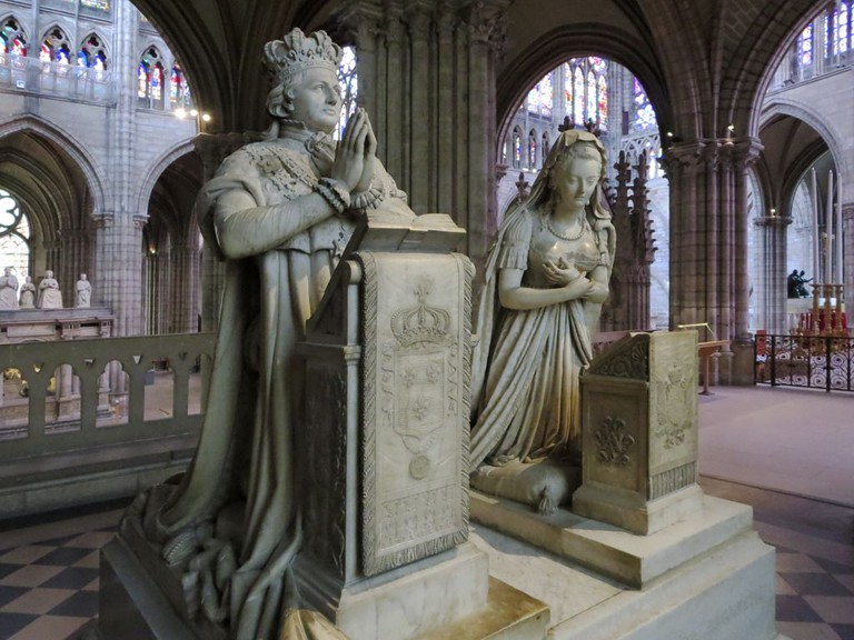 Statues of Louis XVI and Marie Antoinette at the Saint-Denis Basilica │© David Stanley