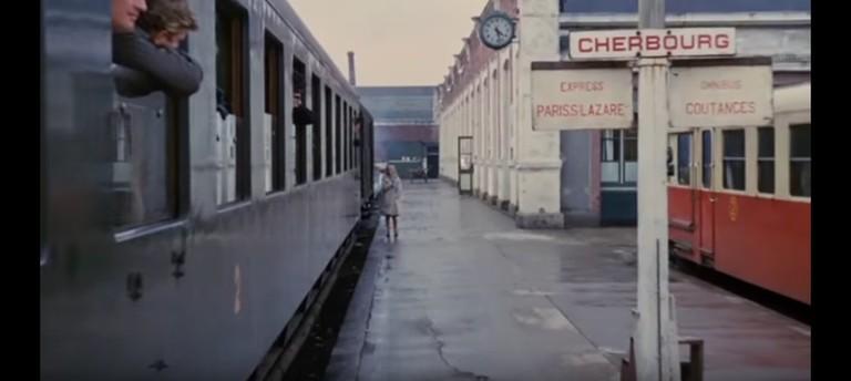Still from Les parapluies de Cherbourg by Jacques Demy (1964)