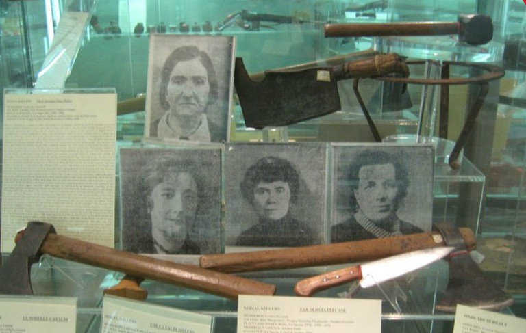 Instruments used by serial killer Leonarda Cianciulli at the Museum of Criminology | © WikiCommons
