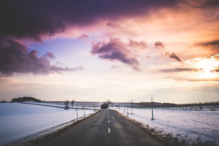 Road trip sunset | Public Domain/Pixabay