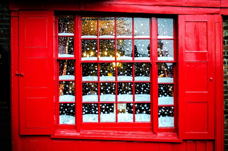 Snowy Pub Window|© Garry Knight /Flickr